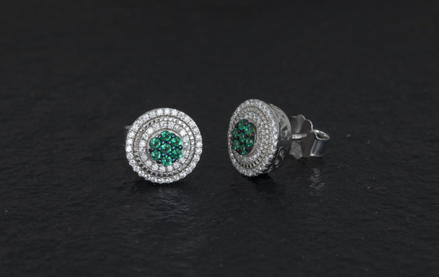 daimond-earring_57665-6962