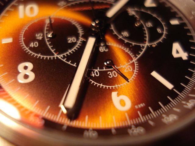 Ručičkové hodinky, čas
