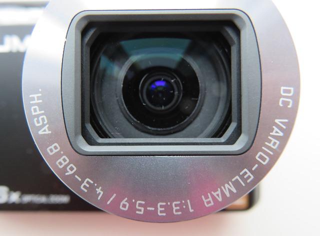 Detail na objektív malej kamery
