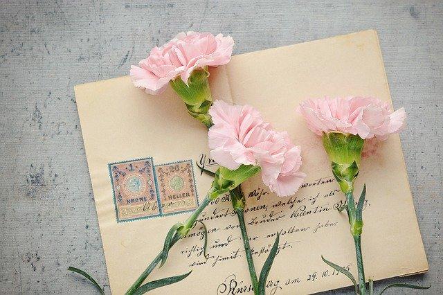 obálka na nej kvety.jpg